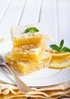 spritzige Zitronenquadrate foto