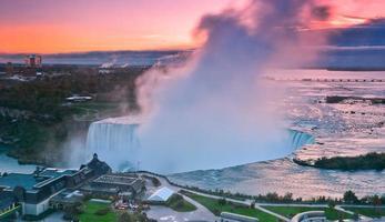 Niagara fällt bei Sonnenaufgang