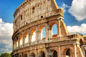 Blick auf das Kolosseum in Rom foto
