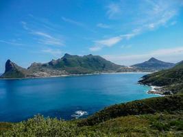 Blick auf die Bucht vom Chapman's Peak in Südafrika foto