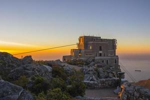 Seilbahnstation oben auf dem Tafelberg 2 foto