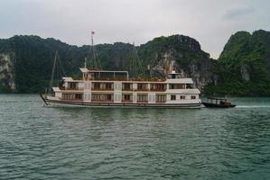 Boot in der Halong Bucht foto