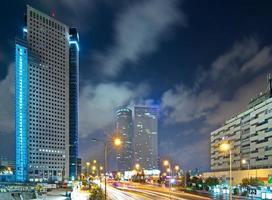 Tel Aviv in der Nacht foto