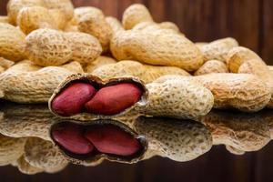 rohe Erdnüsse oder Arachis foto