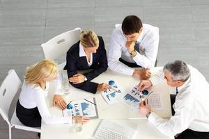 Diskussion im Geschäftsteam foto