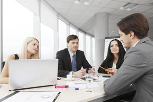 Treffen mit Geschäftsleuten foto