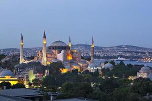 Istanbul - Hagia Sophia bei Nacht erleuchtet foto