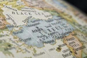 Makro der Türkei auf einem Globus, enge Schärfentiefe foto