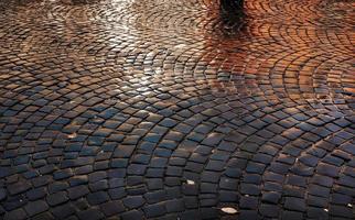 Steinpflaster nach dem Regen foto