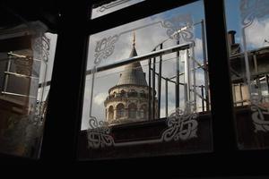 Galataturm und Fenster foto