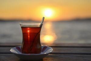 Tee und Sonnenuntergang foto
