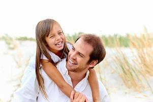 süße Eltern und Kind foto