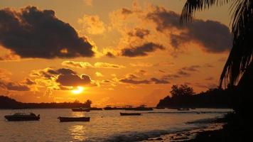 tropischer Sonnenuntergang foto