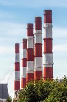 rote und weiße Rohre foto