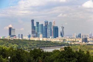 Blick auf Moskau-Stadt vom Sparrow Hills Park foto
