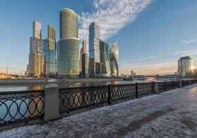 Geschäftszentrum Moskau Stadt bei Sonnenaufgang. foto