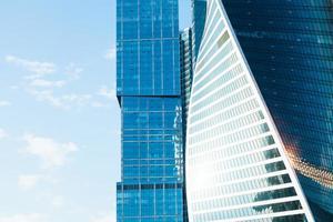 Bürotürme aus Glas und Meta foto