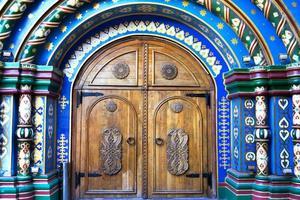 Moskau, Russland. Tür im alten russischen Stil