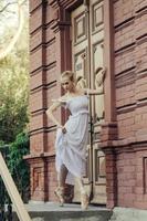 Ballerina posiert im Zentrum von Moskau Stadt foto