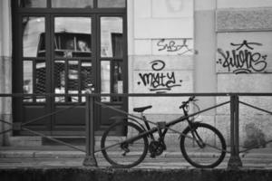 Fahrrad auf dem Naviglio Grande foto