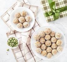 indische Süßigkeiten besan ladoo foto