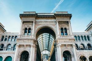 vittorio emanuele ii galerie auf der piazza del duomo in milan. foto
