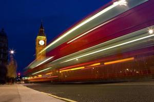 Leute, Bus und Big Ben foto