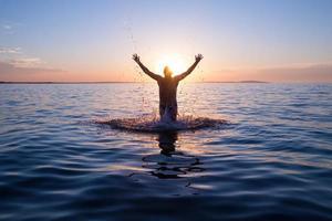 glücklicher schwimmer foto