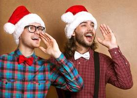 zwei emotionale Weihnachtsmänner foto