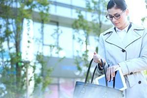 weibliches Outdoor-Geschäft foto