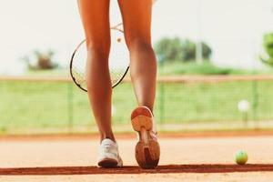 weibliche Tennisspieler Beine foto