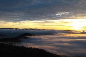 Sonnenuntergang über Serbien foto
