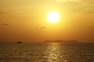 Kreuzfahrt und Sonnenuntergang