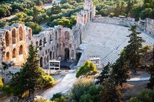 das Odeon des Herodes atticus von der Akropolis von Athen aus gesehen.