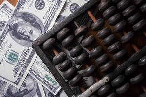 Abakus mit Geld foto