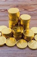 Goldmünzenstapel foto