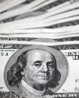 Geldstapel 100-Dollar-Scheine