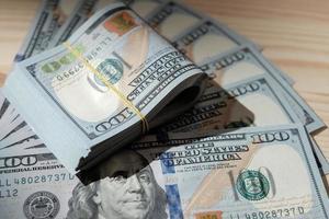 Stapel von amerikanischem Geld foto