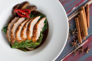 Ente mit Grünkohl in Austernsauce gebraten