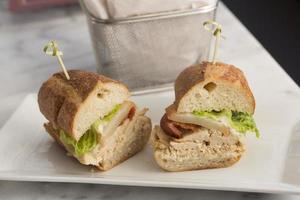 Gegrilltes Hähnchenbrust-Sandwich foto