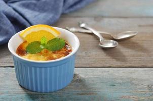 die Crème Brûlée mit Orange foto