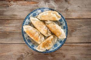 asiatische Vorspeise Pfanne gebratene Knödel foto
