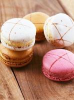 Macarons auf Holz foto