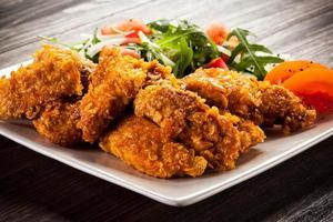 Hühnernuggets und Gemüse