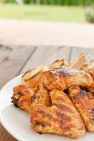 Hühnerflügel auf dem Grill foto