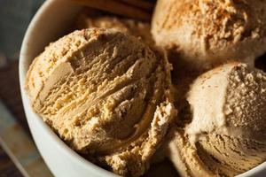 hausgemachtes Kürbiskuchen-Eis