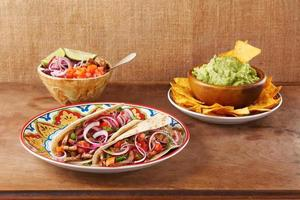 Rinderfleisch und Gemüse mexikanische Tacos