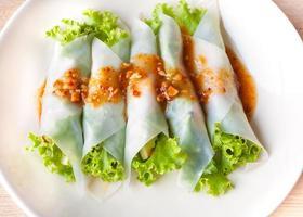 Nahaufnahme nam-neaung in Schüssel, vietnamesische Fleischbällchen Wraps foto