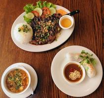 Beginn des vietnamesischen Abendessens foto