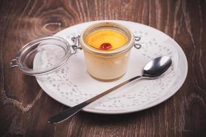 süße Crème Brûlée im Glas